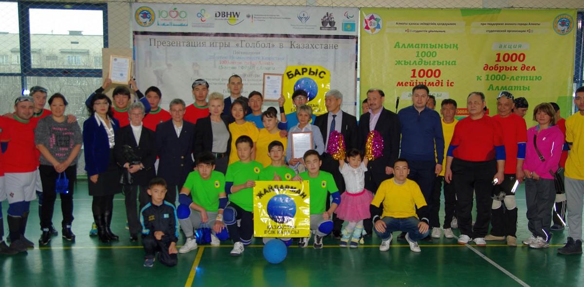 Gruppenfoto der Goalball-Gruppe in Kasachstan