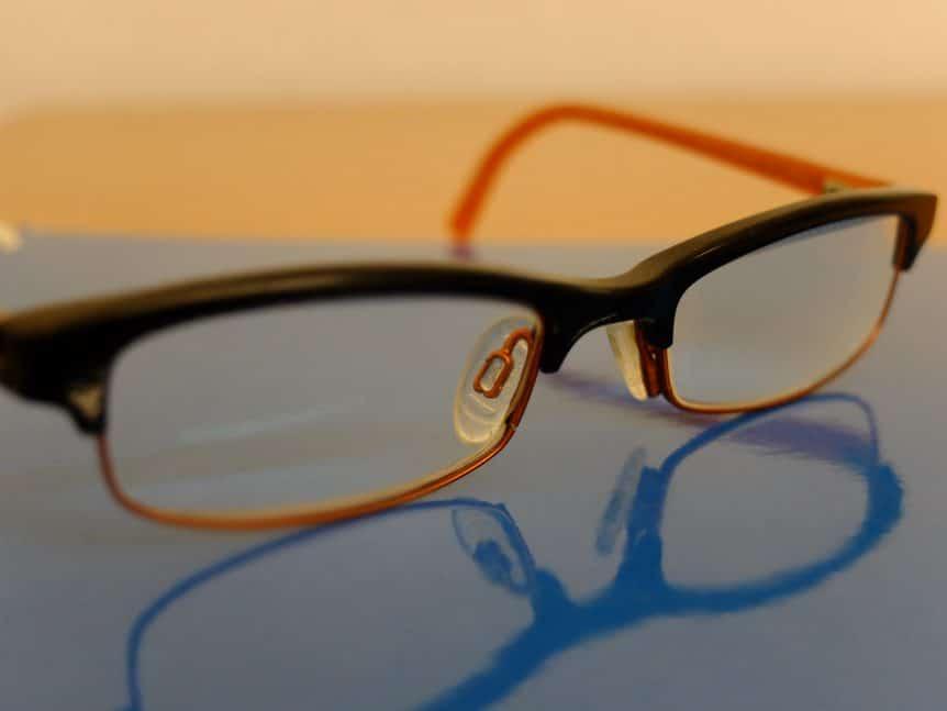 Brillenspende: Rötliche Brille