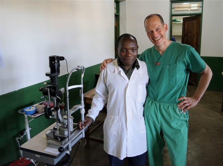 Augenärzte aus Deutschland und Tansania